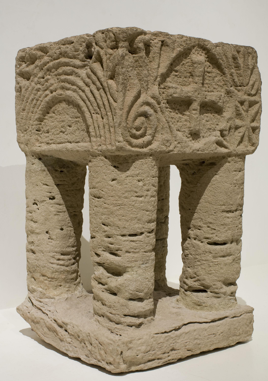 Anònim - Suport d'altar (reutilitzat com a pica beneitera) - Primera meitat del segle XIII [2]