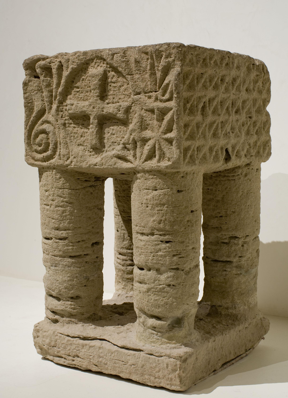 Anònim - Suport d'altar (reutilitzat com a pica beneitera) - Primera meitat del segle XIII