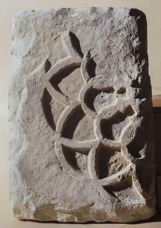 Anònim - Relleu reaprofitat com a placa amb castell - Segle XIII [1]
