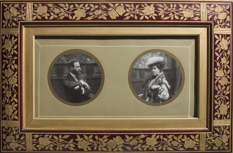 Pau Audouard - Marc amb els retrats d'Eusebi Bertrand i la seva esposa Maria Mata Julià - Cap a 1904
