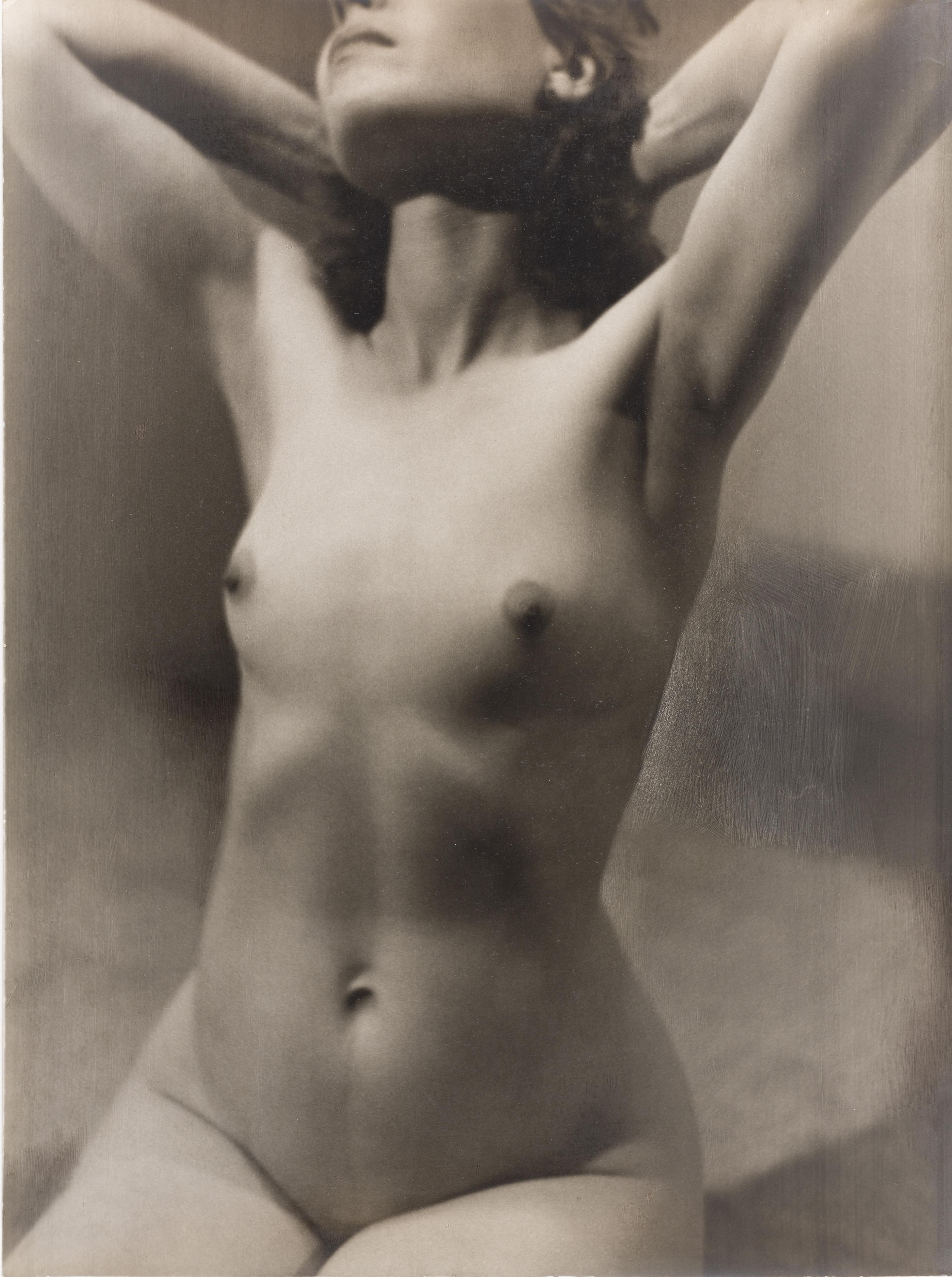 Otho Lloyd - Nu femení - Cap a 1946