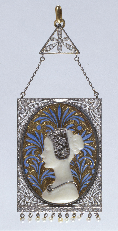 Lluís Masriera - Pendant with a Renaissance figure - Circa 1916-1919