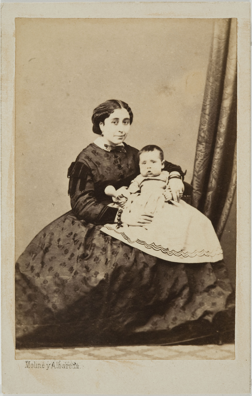 Moliné y Albareda. Barcelona - Portrait of a woman with a newborn baby - Circa 1860