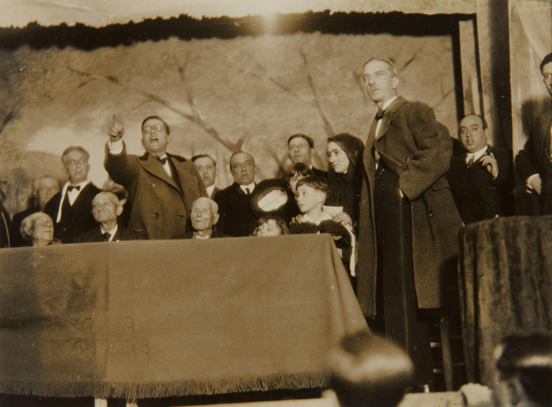 Pere Català Pic - Societat Agrícola. El Sr. Marqués de Guad-el-Jelú premiant la virtut i el treball mostra com també entre el brogit de les festes es recompensa el mèrit - 1931
