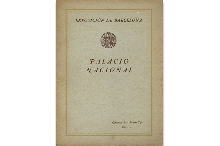 Exposición de Barcelona: Palacio Nacional, colocación de la primera teja