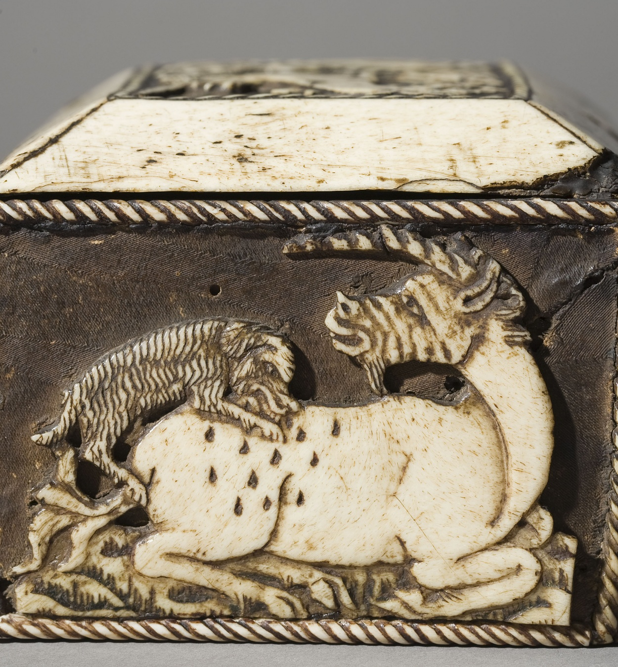 Anònim. França - Capseta amatòria amb dama i unicorn - Segle XV [3]