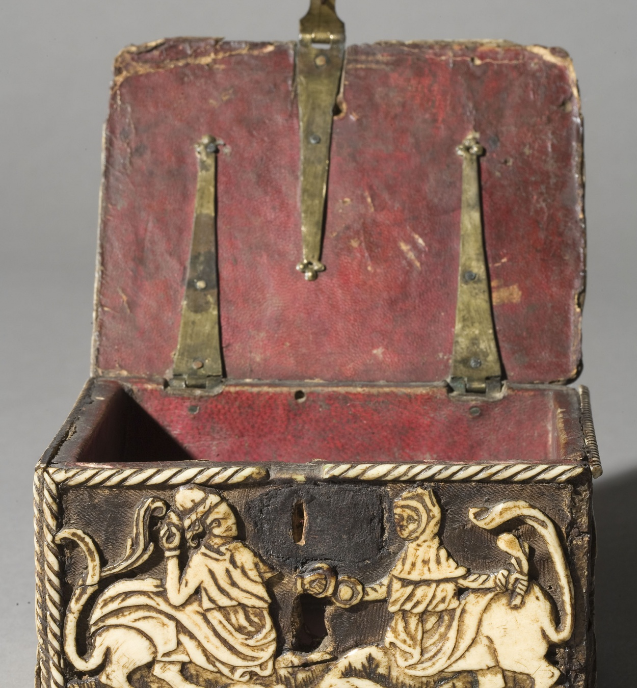 Anònim. França - Capseta amatòria amb dama i unicorn - Segle XV [9]