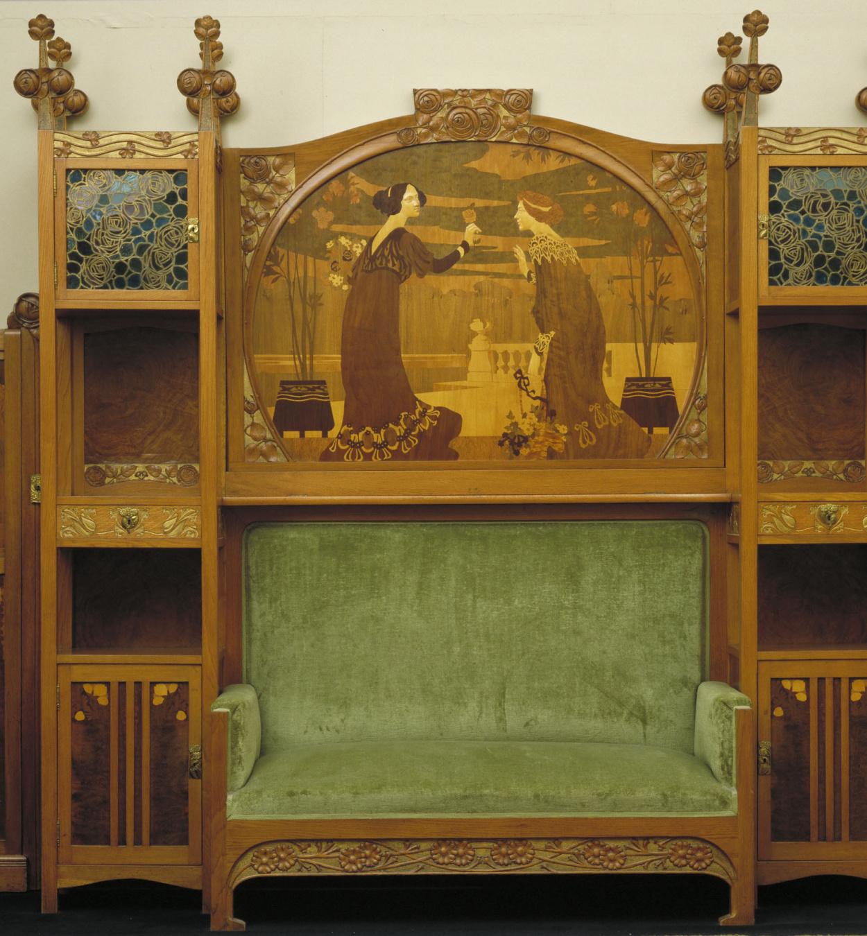 Gaspar Homar - Sofá con vitrinas laterales y panel de marquetería - Hacia 1905