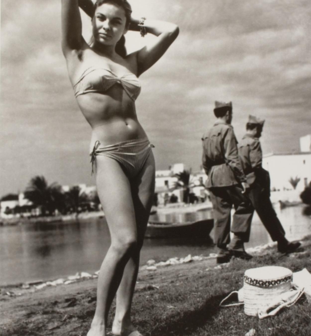 Oriol Maspons, Monique, primer biquini d'Eivissa, c. 1954. Museu Nacional d'Art de Catalunya, dipòsit de l'artista, 2011 © Arxiu Fotogràfic Oriol Maspons, VEGAP, Barcelona, 2019