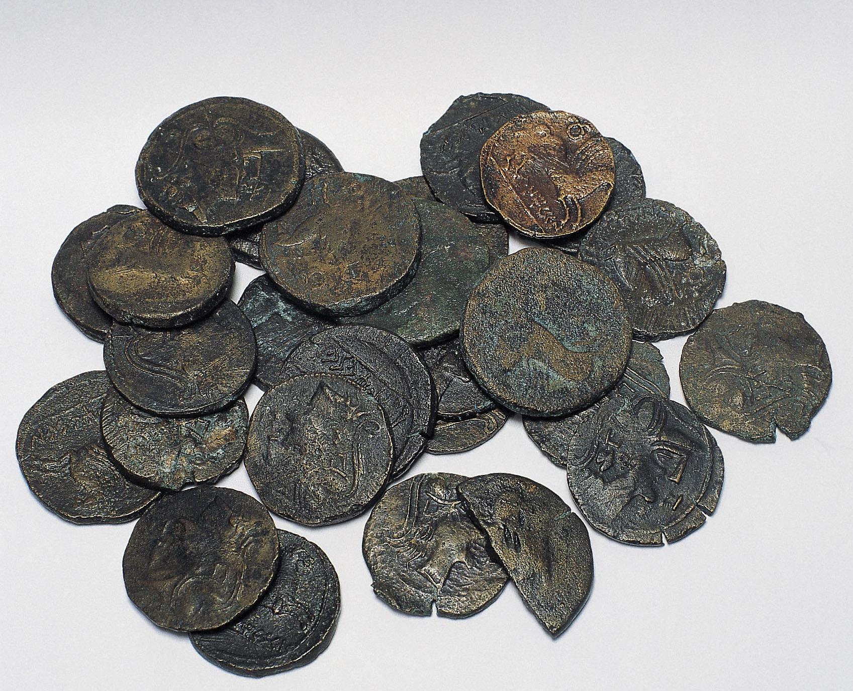 Diverses autoritats - Tresor de monedes d'Untikesken - Mitjan segle I aC