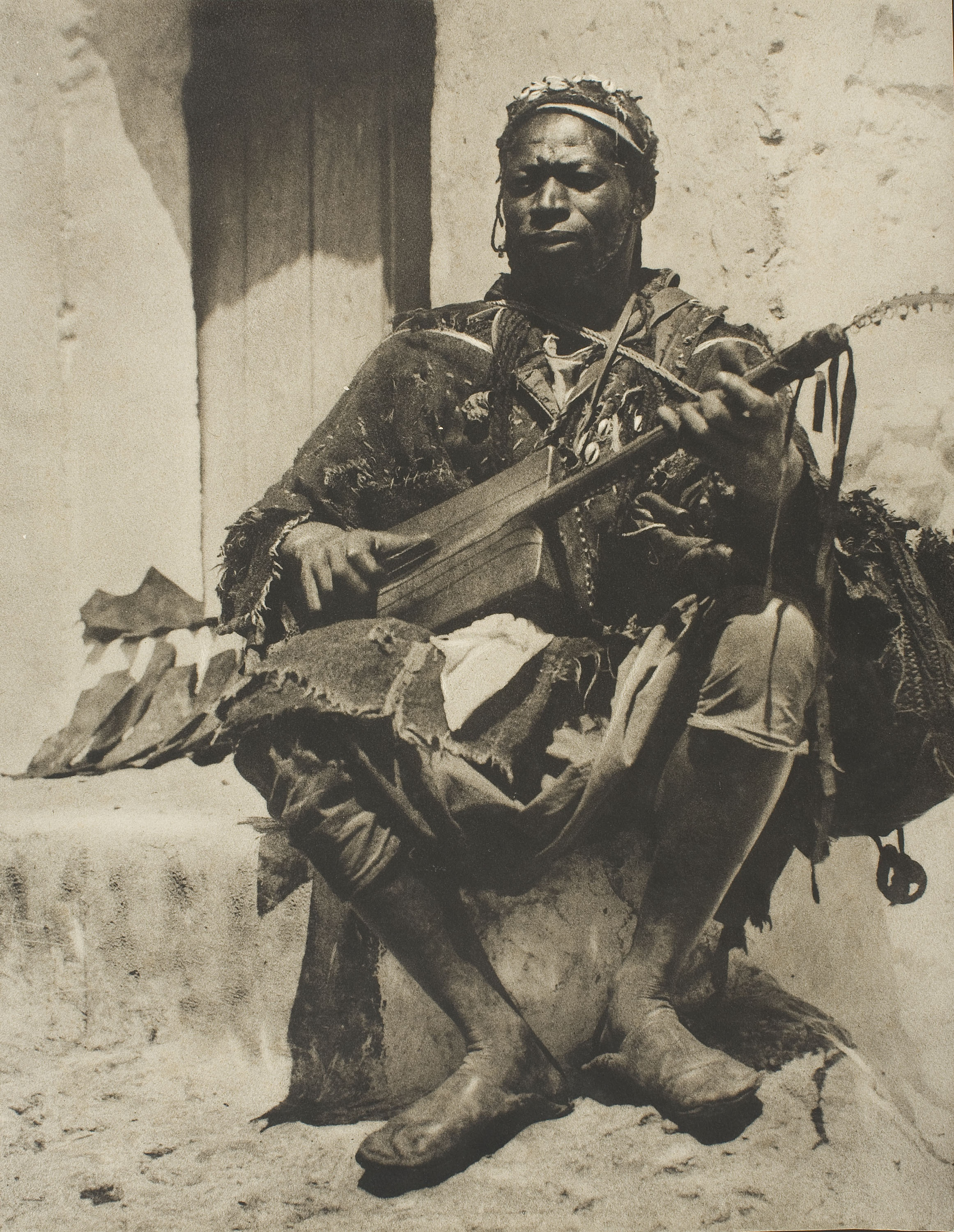 Claudi Carbonell - El moro de la guitarra [The man of the guinbri] - Circa 1920