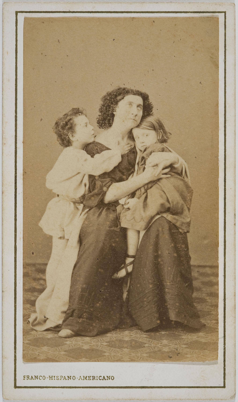 Fotografía Franco Hispano Americano. Barcelona - Portrait of Adelaide Ristori in «Medea» - Undated