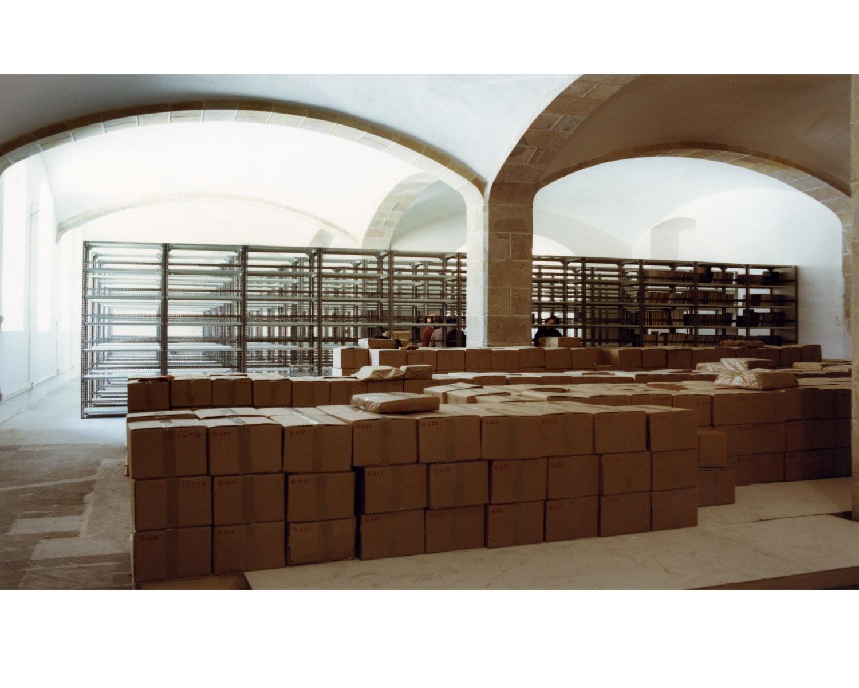 Arribada dels llibres als nous magatzems
