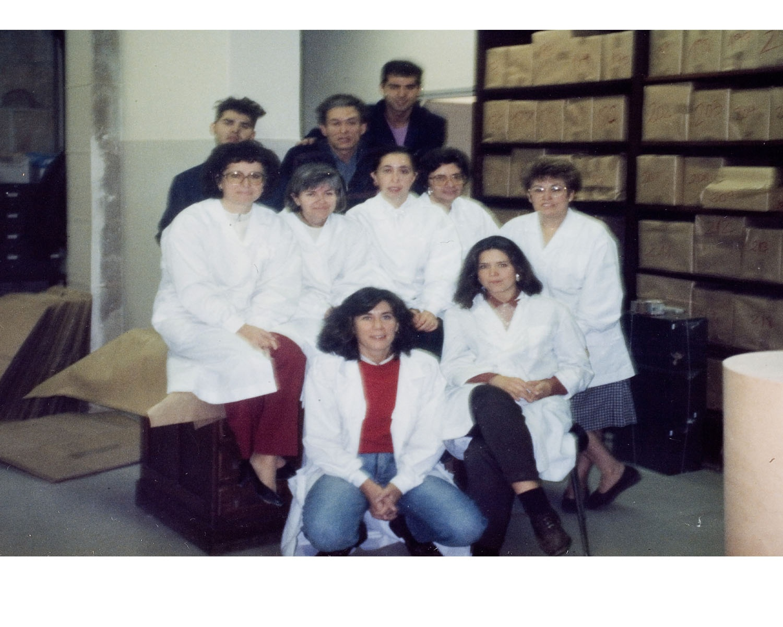 L'equip de la biblioteca durant el trasllat