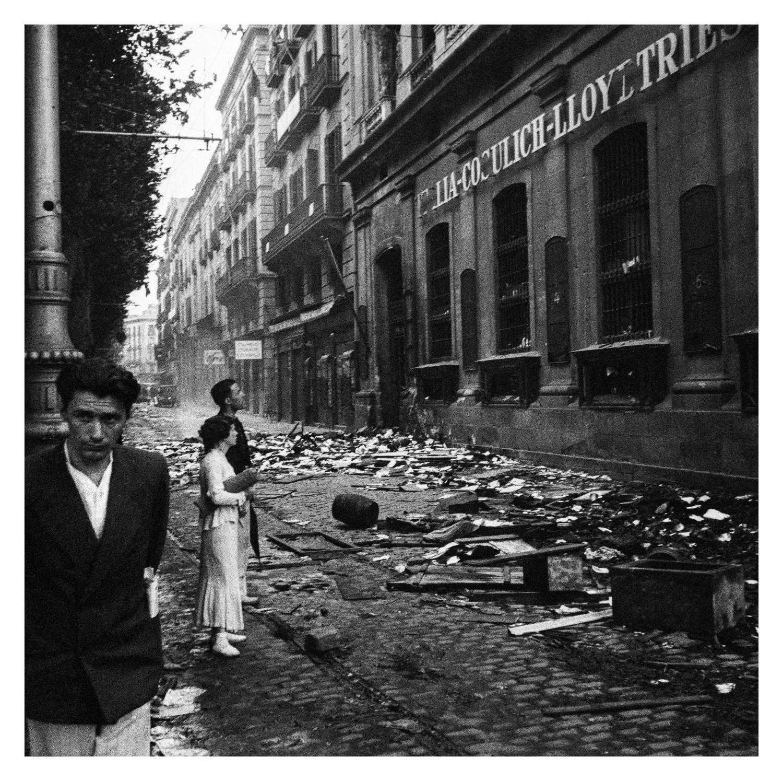 Antoni Campañà. Saqueig de les oficines de la Italia-Cosulich-Lloyd Triestino, Barcelona, 1936. Arxiu Campañà