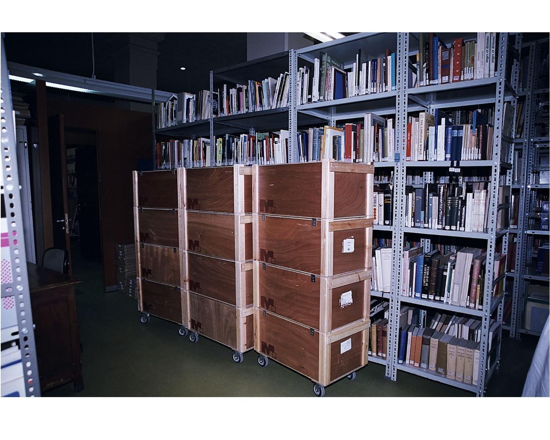 Preparació del trasllat dels llibres en capses