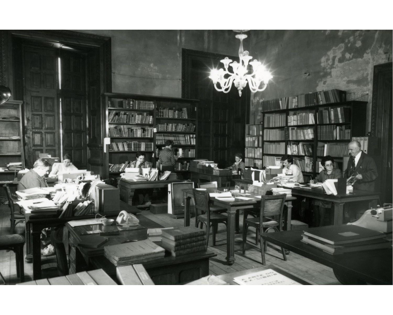 Sala de treball del personal a la seu del Museu d'Art Modern, al Parc de la Ciutadella