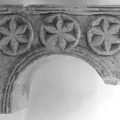 Anònim - Arc de finestral de Vic - Segle XIII
