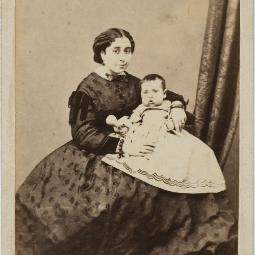 Moliné y Albareda. Barcelona - Portrait of a woman with a newborn baby - Circa 1860
