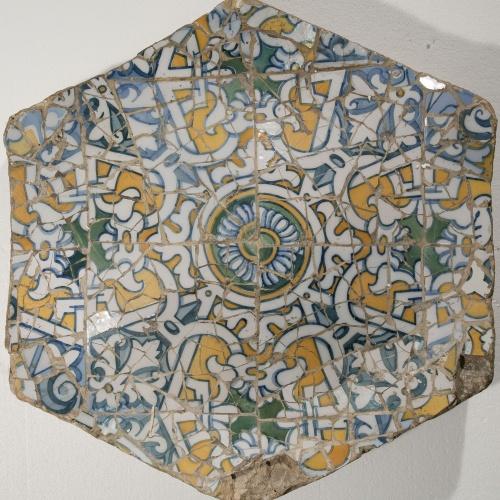 Antoni Gaudí - Peça de trencadís per al Parc Güell - Cap a 1903