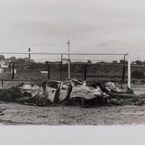 Oriol Maspons - Inundacions del Vallès, camp de futbol de Terrassa - 1962