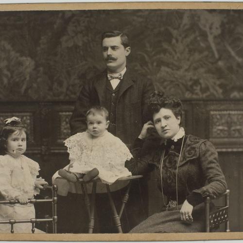 Pau Audouard - Family portrait - Undated