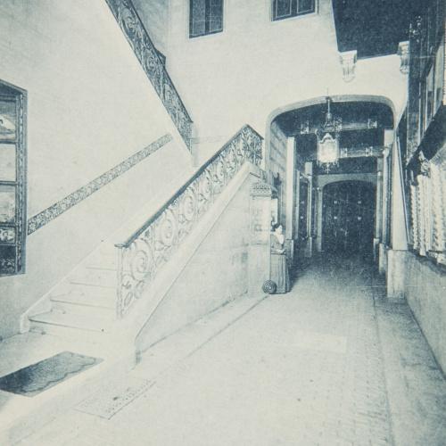 Napoleón. Establecimiento de daguerrotipo y fotografía. Barcelona - Estudi Fotogràfic Napoleón. Vestíbul i escala principal - 1895