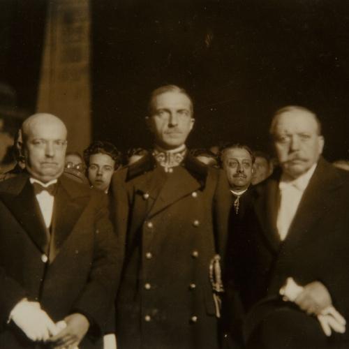 Pere Català Pic - ...éssent presidida pel ministre del Treball i altres digníssimes autoritats. L'àliga, representativa de la monstruositat i feresa, acata i custodia a la Verge - 1931