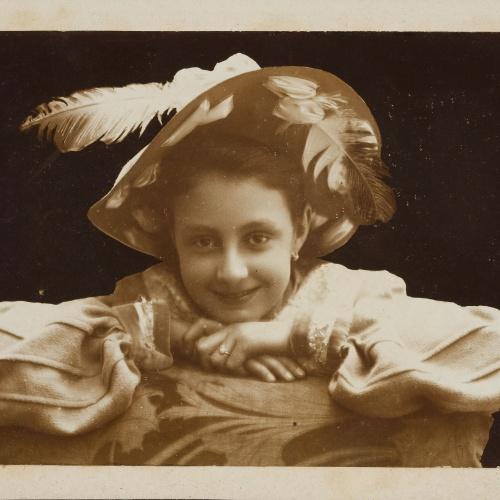 Miquel Renom - Retrat de nena amb barret - No datat