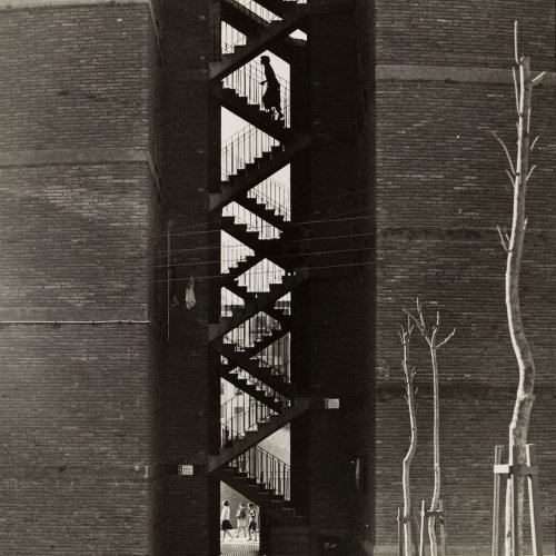 Oriol Maspons - Sense títol (La Trinitat Nova, Barcelona. Fotografia per la revista «Cuadernos de arquitectura» del Col·legi d'Arquitectes de Catalunya) - Cap a 1965