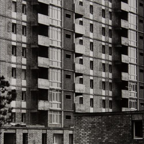 Oriol Maspons - Sense títol (Barri del Besòs, Barcelona. Fotografia per la revista «Cuadernos de arquitectura» del Col·legi d'Arquitectes de Catalunya) - Cap a 1965