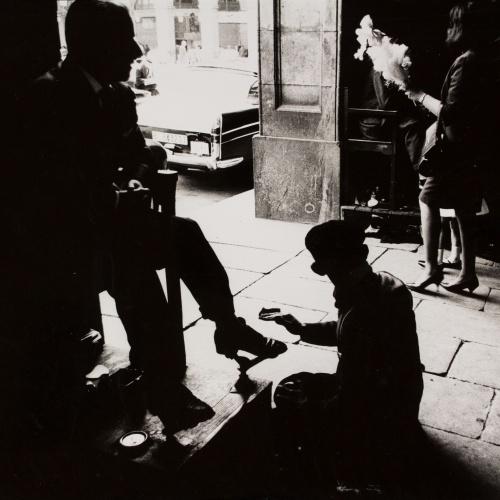Oriol Maspons - Sense títol (Fotografia per al llibre «Això també és Barcelona», de Josep Mª Espinàs) - Cap a 1965