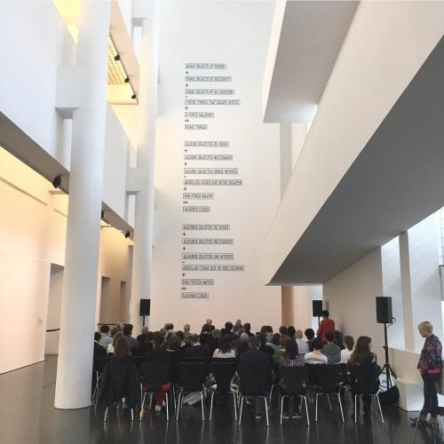 """Presentació al MACBA de la capsa-catàleg de l'exposició """"Francesc Torres. La capsa entròpica"""""""